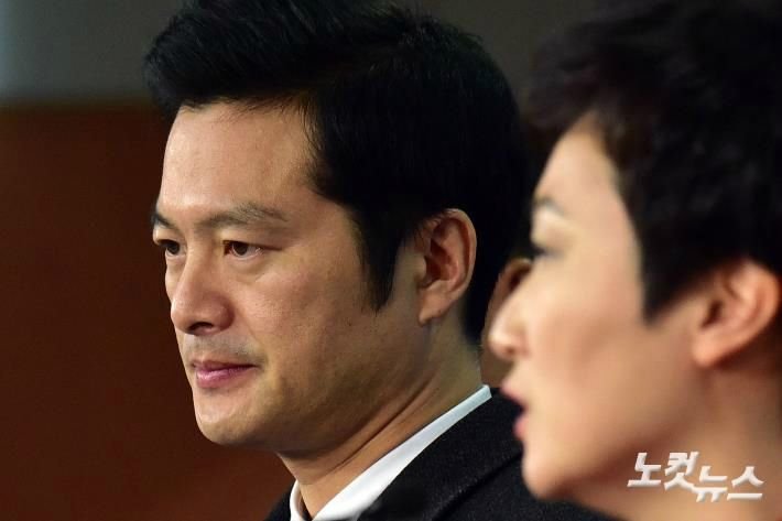 김태우, '드루킹 특검 수사파악 지시 혐의' 조국 수석 검찰 고발