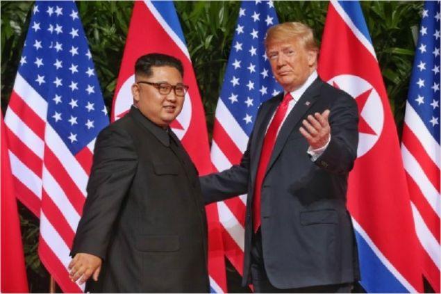"""트럼프 """"제재 풀려면 北 뭔가 해야""""…추가 정상회담 시사"""
