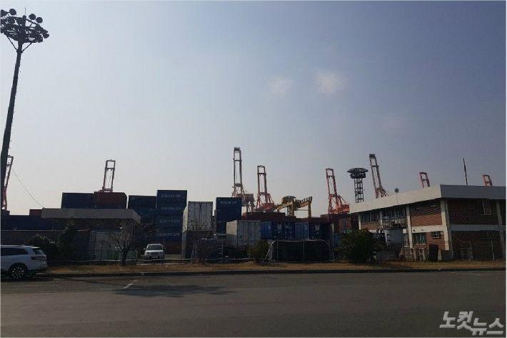 [단독] 부산항운노조, 항만 관련 국회의원에 '쪼개기 정치후원금' 정황
