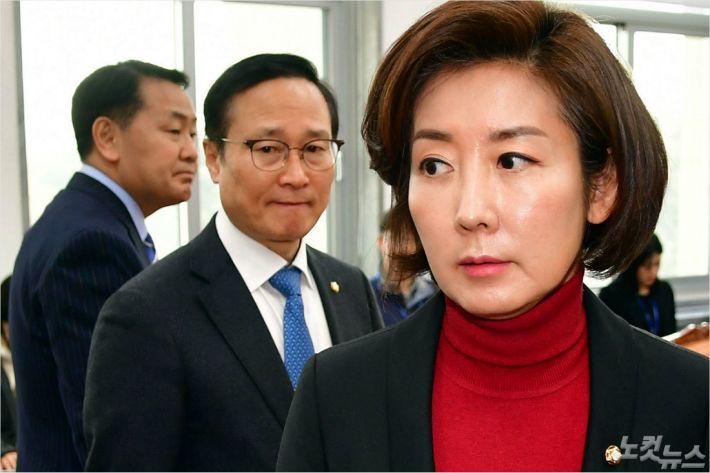 """나경원 """"의원 10% 줄인 지역구 270석 당론…비례대표 폐지"""""""