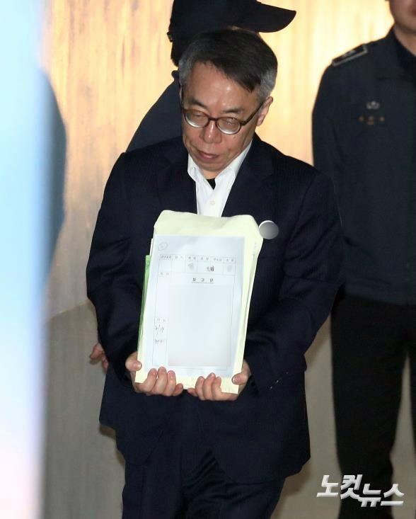 """'사법농단' 임종헌, 셀프 변론 중 """"검사님, 웃지마세요"""""""