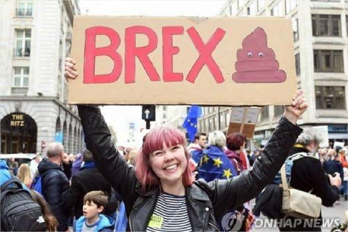 영국 '브렉시트 반대 집회' 100만명 운집…취소 청원엔 470만명
