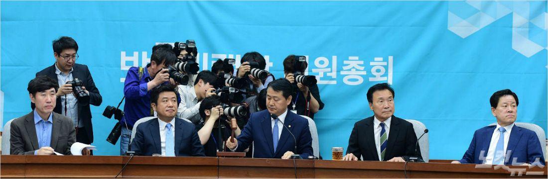 """""""후안무치 한국당, 철야농성? 정치개혁 의지 없다"""""""