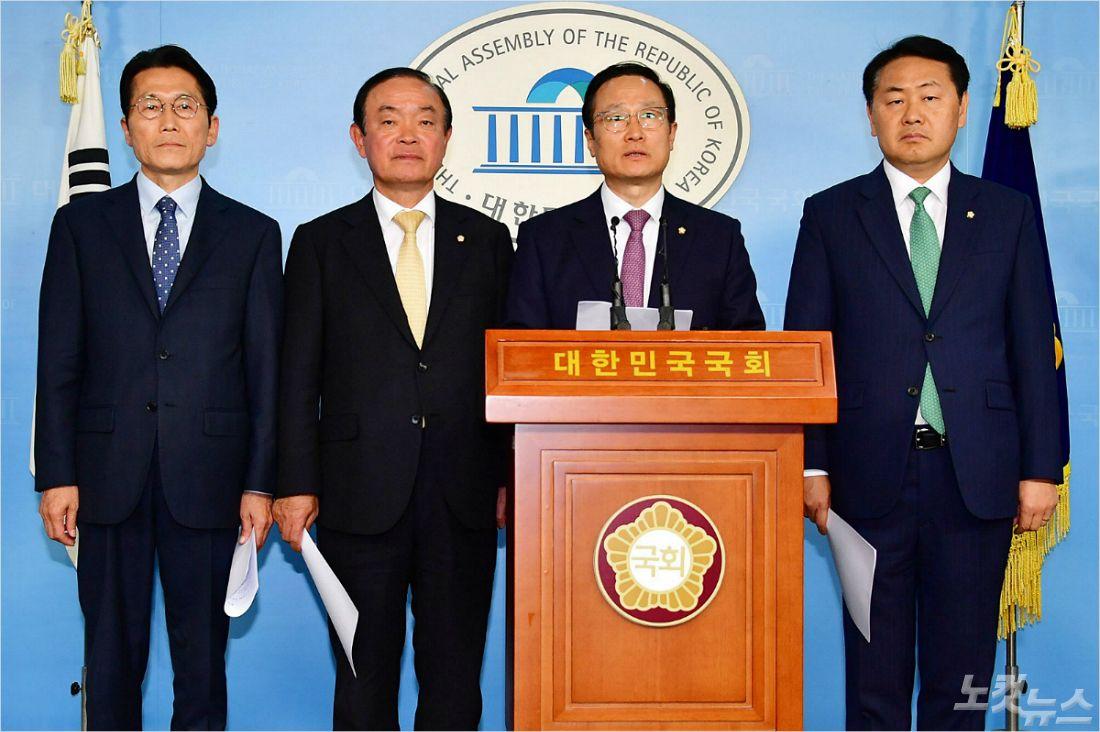 """김종대 """"한국당 철야농성? 총선 앞두고 판짜기 하는 것"""""""