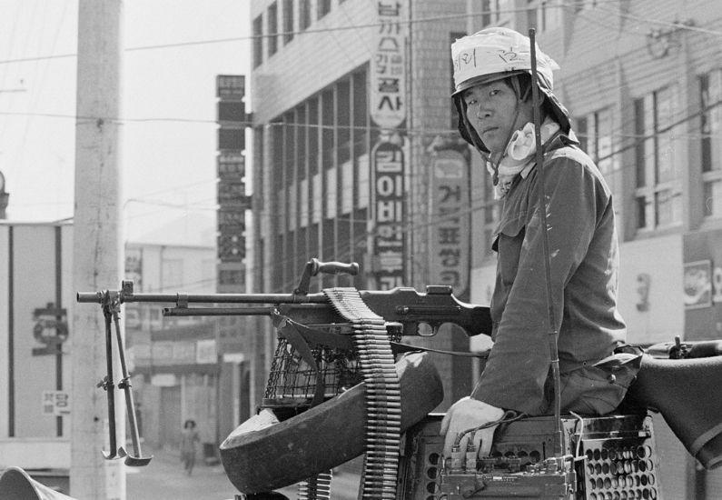 39년 전 기관총 든 청년 시민군의 유령이 떠돈다