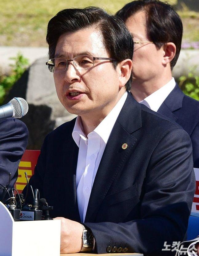 장외투쟁중 거칠어진 黃, '막말 늪?…'중도품기' 고심