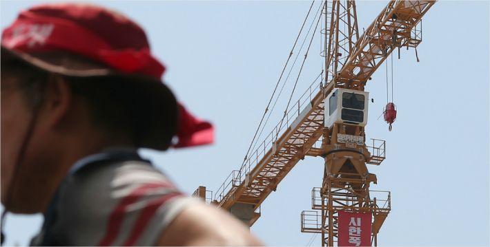 타워크레인 2천5백대 멈춰…전국 건설현장 초비상