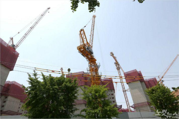 '타워크레인 노조 총파업' 부산지역 76개소 점거 농성