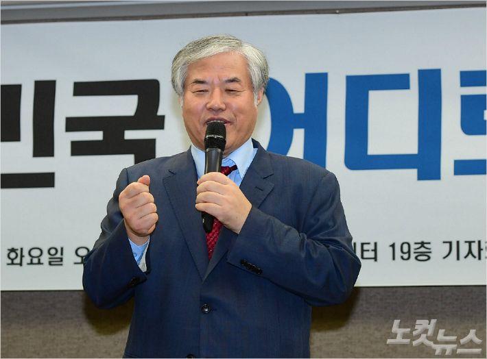 """전광훈 '막말 회견'…""""文대통령 하야, 朴과 자리 바꿔라"""""""