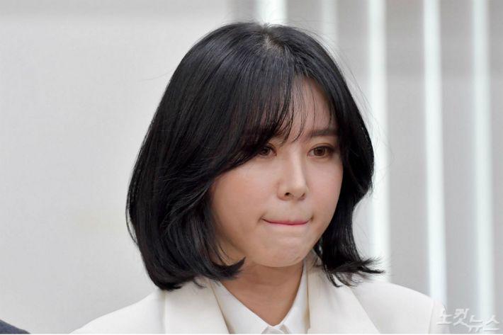 '무너진' 윤지오…내부고발자에서 '피고발인' 신세로 전락