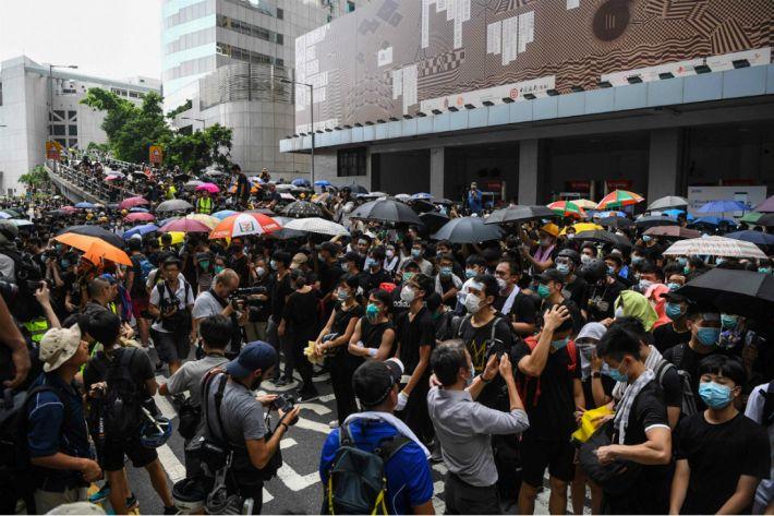 홍콩 친중정당도 '범죄인 인도법' 철회 불가피론, 고립되는 캐리 람