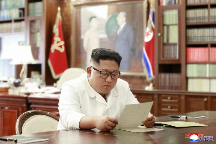 [뒤끝작렬] 유감스러운 북한의 新통미봉남