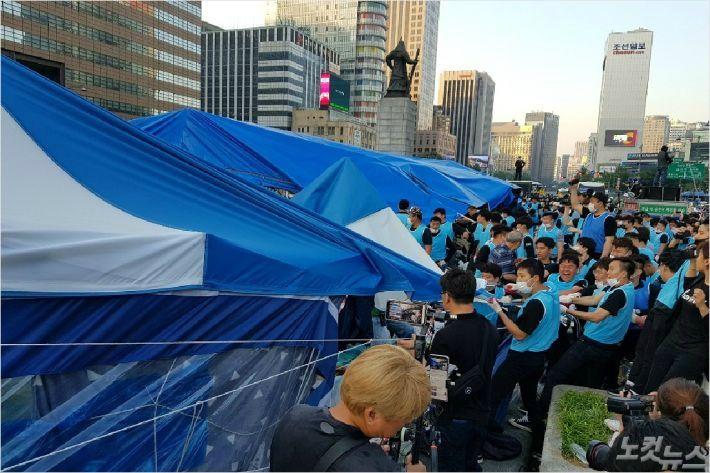 대한애국당, 광화문 광장 '농성 천막' 재설치