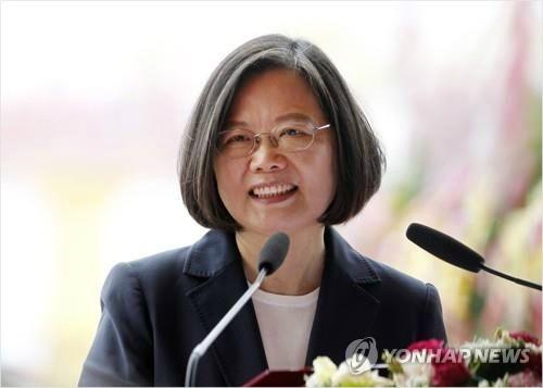 홍콩 반중국 시위 후폭풍 타고…차이잉원 총통 차기 타이완 대선주자 선두