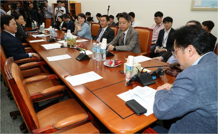 '소방공무원법·과거사법' 한국당 불참 속 소위 통과