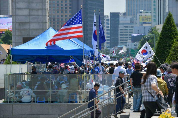 광화문 흉물 또 설치한 애국당…누구를 위한 천막인가