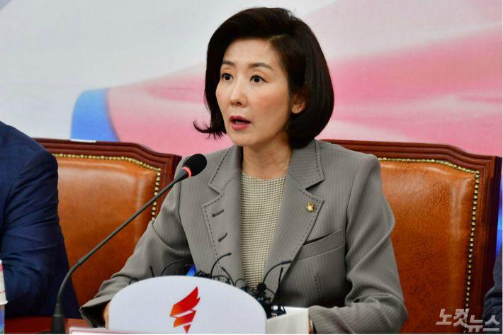 文 정부 흠내려던 한국당, 청년들 '벌집' 쑤시기