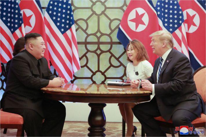 """트럼프 """"김정은, DMZ서 만나자""""…文에게도 """"함께 노력해보자"""""""