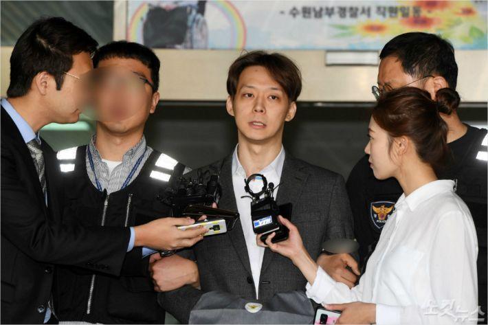 '마약 혐의' 박유천 징역 10월에 집행유예 2년 선고