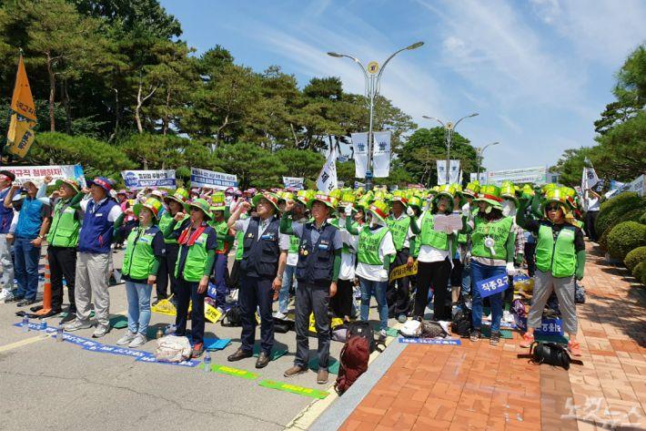충북학교비정규직 파업 3일 92곳 급식 차질