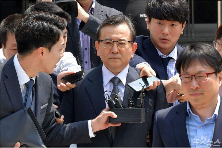 '뇌물 의혹' 6년 만에 김학의 재판 시작…혐의 부인