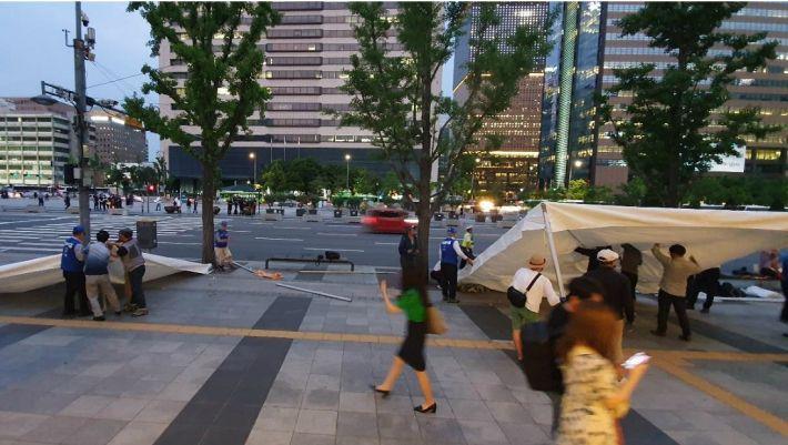우리공화당, 세종문화회관 앞에 천막 설치 시작