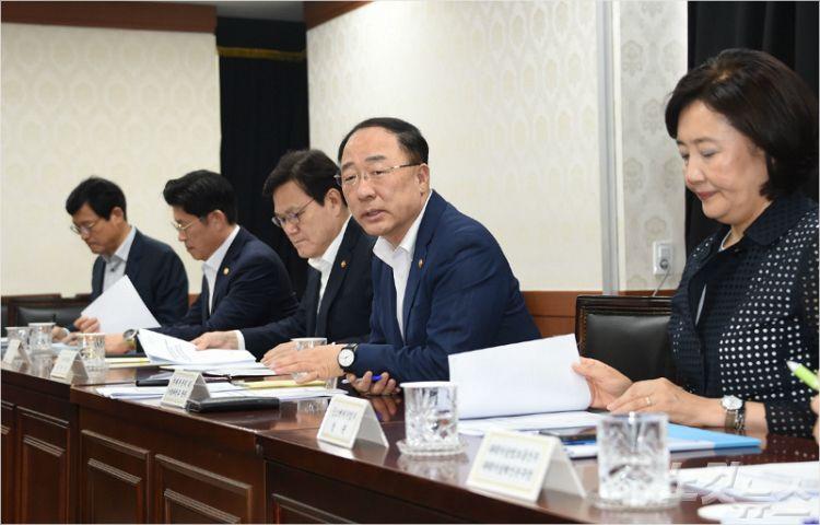 소재·부품 국산화 나선 기업에 '52시간제 예외' 추진
