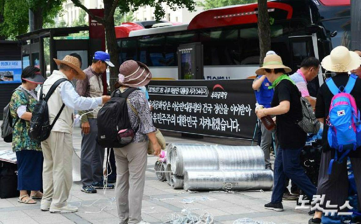 치고 빠지는 우리공화당 '게릴라 천막'…난감한 서울시