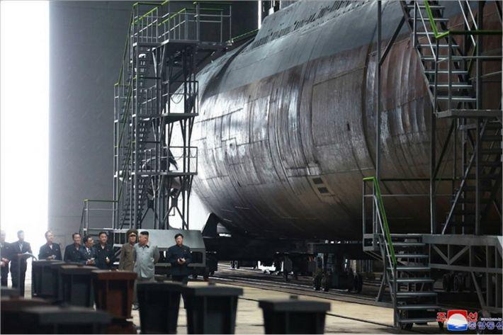 北, 새 잠수함 과시하며 대미압박…SLBM 카드?