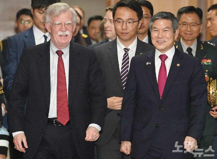"""정경두 장관, 존 볼턴 보좌관 접견…""""한일 안보협력 지속"""""""