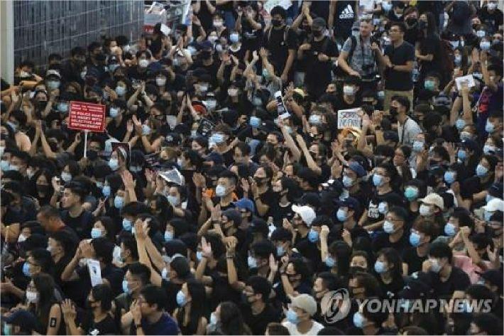 """中전인대 """"홍콩은 내정…간섭 말라"""" 미국에 강력 경고"""