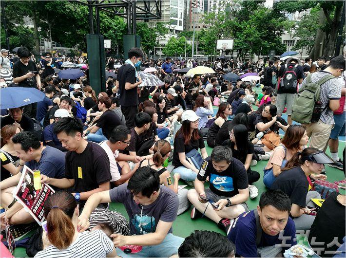 """[르포]홍콩의 자신감 """"中 군투입? 오려면 빨리 와라…두렵지 않아"""""""