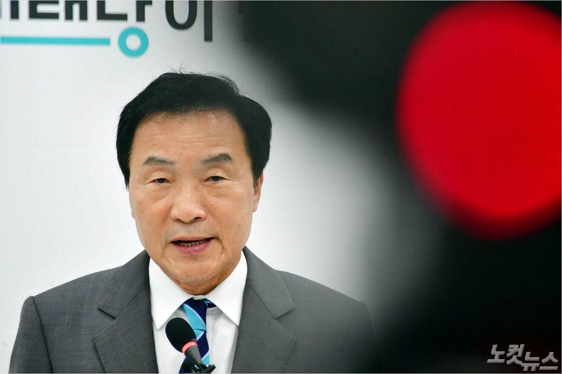 """손학규 """"내가 관두면 제3당 없어져..바미당 쪼개져선 안돼"""""""