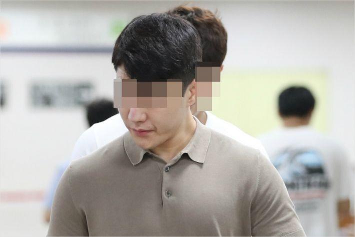 클럽 '버닝썬' 이문호 대표, '마약 투약' 1심서 징역형 집행유예 받아