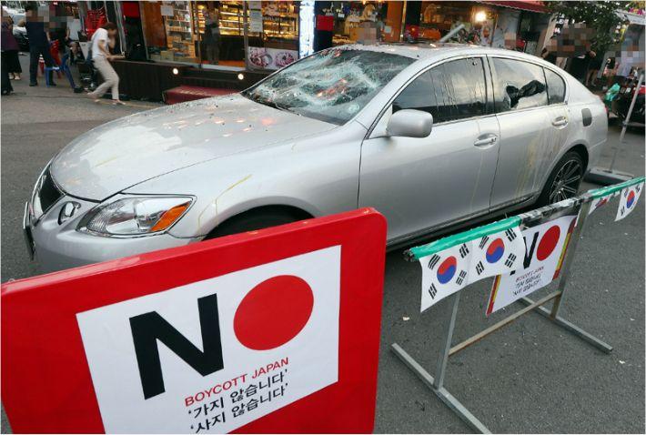 '일본차가 어딜 골프장에'…렉서스 3대 돌로 긁어 파손한 의사