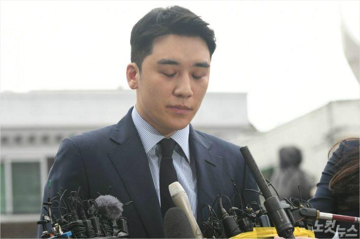 """승리 """"또 심려 끼쳐 죄송""""…'버닝썬' 송치 65일만 경찰 출석"""