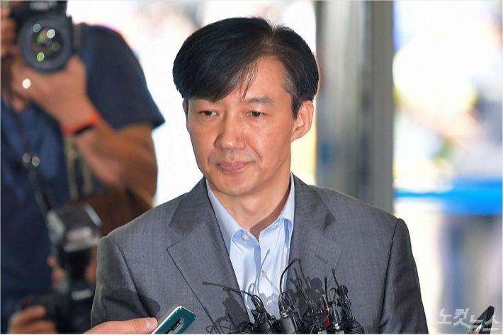 '조국 힘내세요', 아이돌 '덕질' 닮은 정치 팬덤