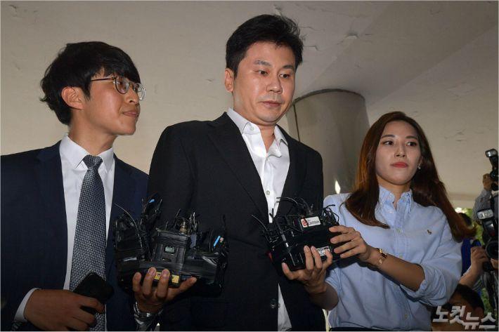 """양현석 출석 """"수사에 성실히 임하겠다""""…'도박·성매매 알선' 밝혀지나"""