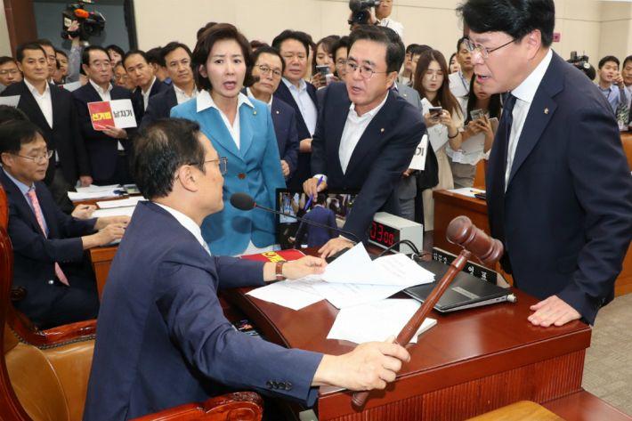 한국당, 선거법 의결 반발…청문회 '보이콧'