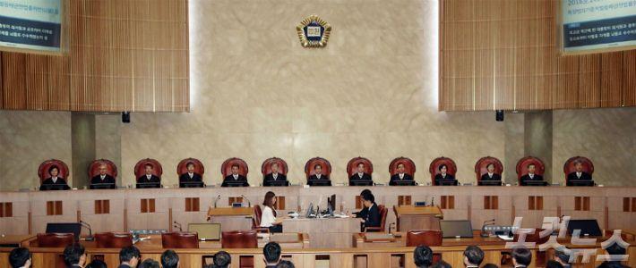 """""""공정 판결"""" vs """"경제 우려""""…엄격해진 대법 판결에 엇갈린 반응"""