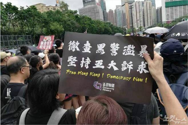 홍콩 정부 '당근과 채찍' 전략으로 시위 강경파 고립 나서