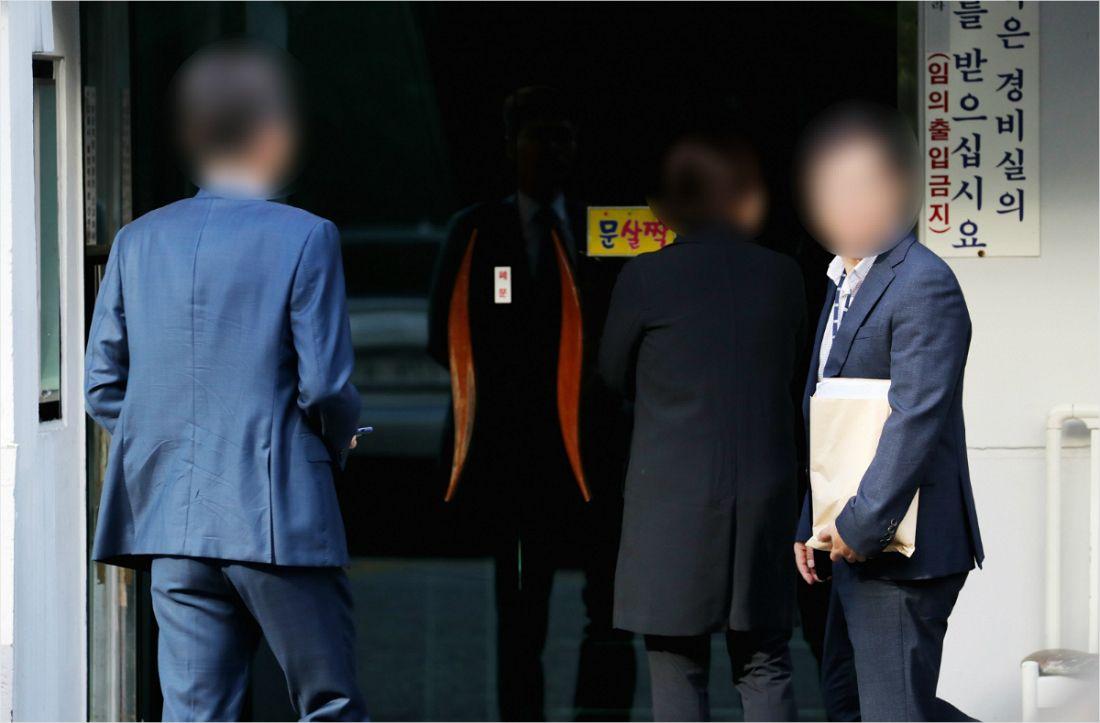 """""""조국, 포토라인 설수 밖에vs검찰, 무조건 유죄 만들려 해"""""""