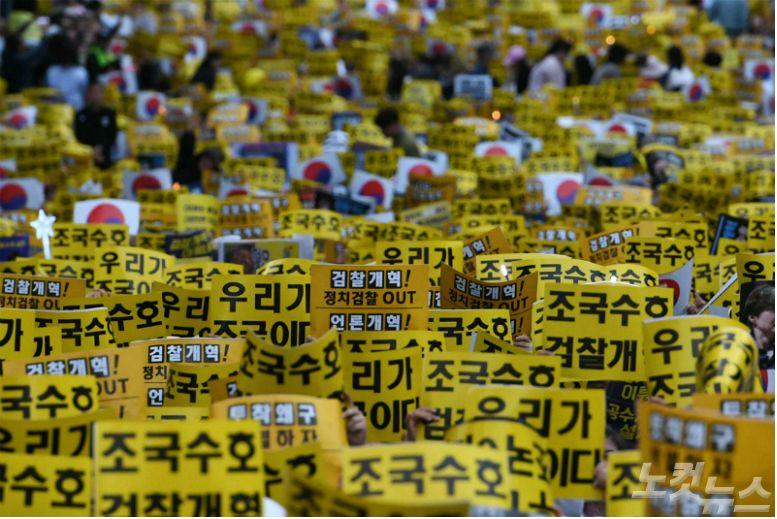 '광장 정치'에 무안해진 정치권…뒤늦게 출구 모색?