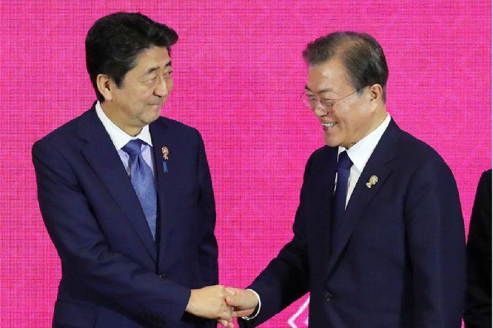 [Why뉴스] 文대통령은 왜 아베에게 먼저 손 내밀었을까?