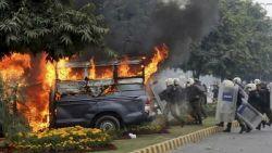 총쏘고 불지르고…병원서 난동부린 파키스탄 변호사들
