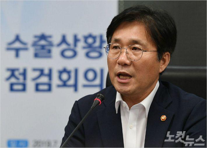 """성윤모 장관 """"日 일부 품목 규제 완화, 진전 불구 미흡"""""""