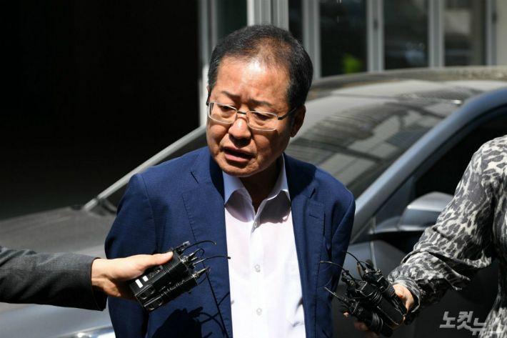 """홍준표 """"의원 총사퇴? 그럴 바엔 전원 불출마"""""""