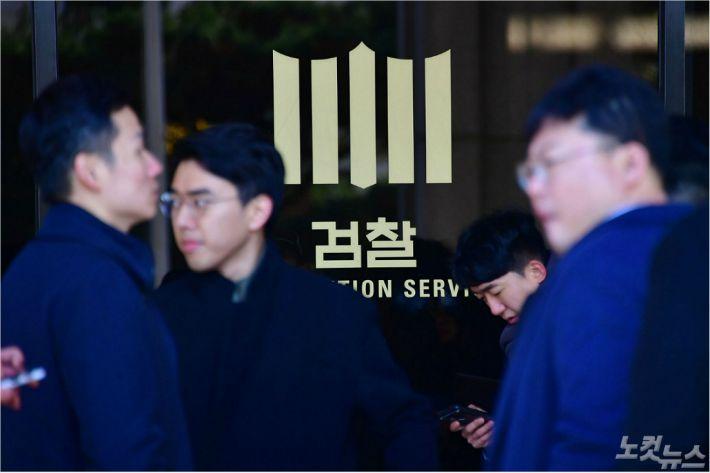 """""""검찰개혁 본격화"""" vs """"무소불위 검찰 탄생""""…공수처發 '여진'"""