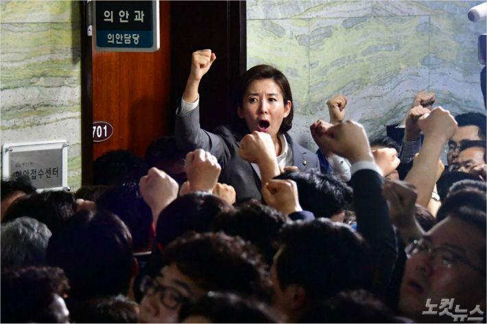"""檢 """"사보임 위법없다""""…한국24명·민주5명 기소(종합)"""