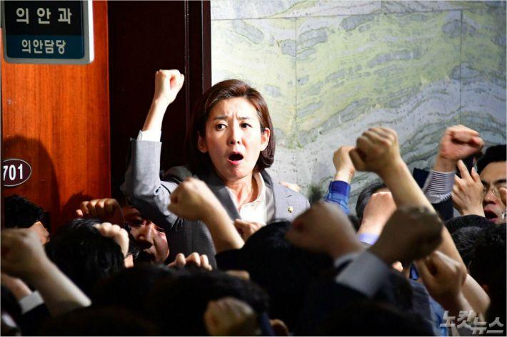 '동일'이란 두 글자에 한국당의 논리 깨졌다